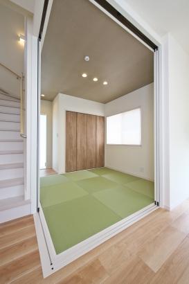 充実した収納のある和室は来客時にも安心。