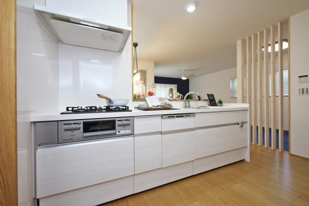 家事も助かる便利な食洗器付きキッチン。