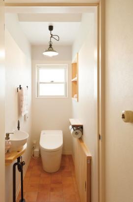 かわいい手洗のついたトイレ