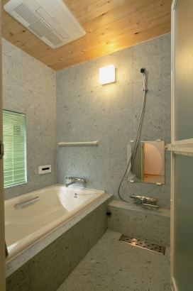 マイナスイオンを放出する十和田石を使用した浴室