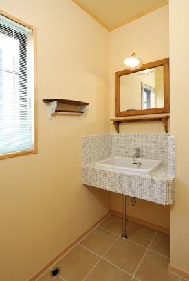 モザイクタイルを使用したオリジナルの洗面スペース