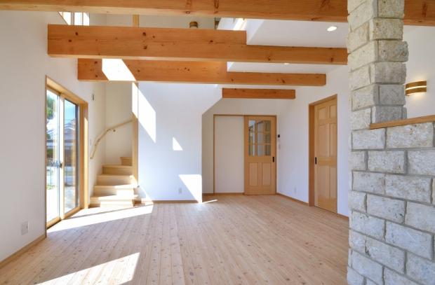 壁・天井はすべて漆喰塗の空気がおいしいリビング