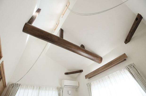 寝室/古木の梁