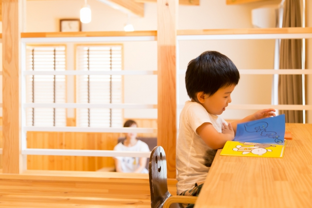 子どもの様子を温かく見守れるスキップフロアの家。