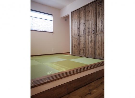 和室は小上がりに。家族のくつろぎスペースです。