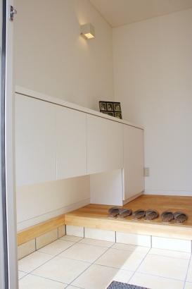 玄関|リビングと和室に繋がる2WAYの玄関は、急な来客にも対応できる