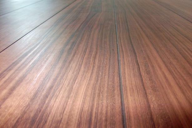 床材|部屋ごとで起こりうる出来事は異なります。子供部屋の床材は、足触りのやわらかい杉材を使用