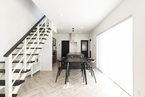 『キッチンを中心に家事に便利な動線を描いた家』