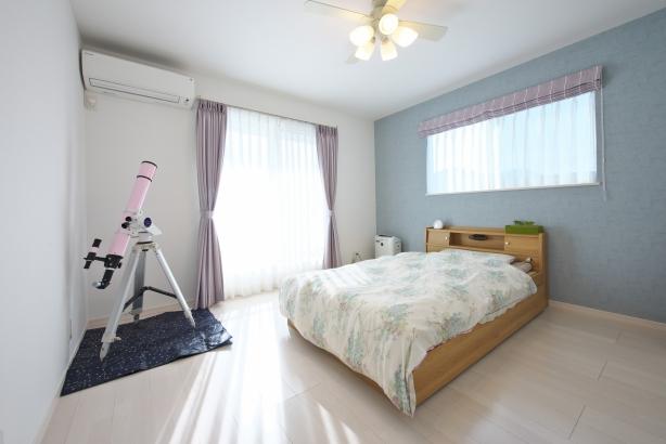 星座がよく見える位置に設けた主寝室