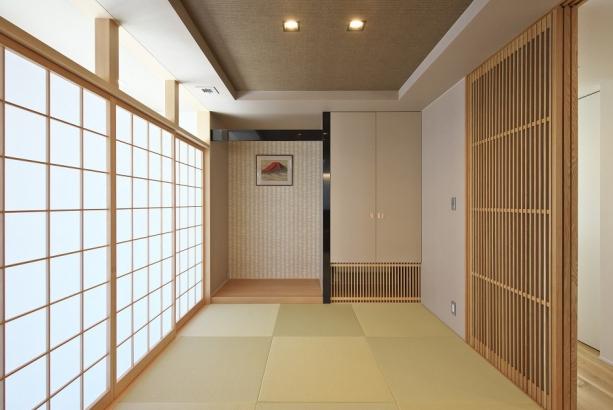 坊主畳がオシャレな広々とした6帖の和室。