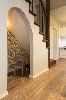 階段下を利用した収納スペース