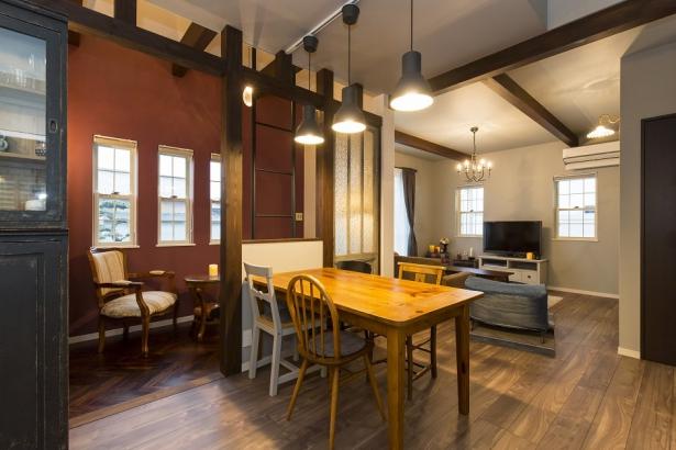 センス良く飾られたアンティークな家具