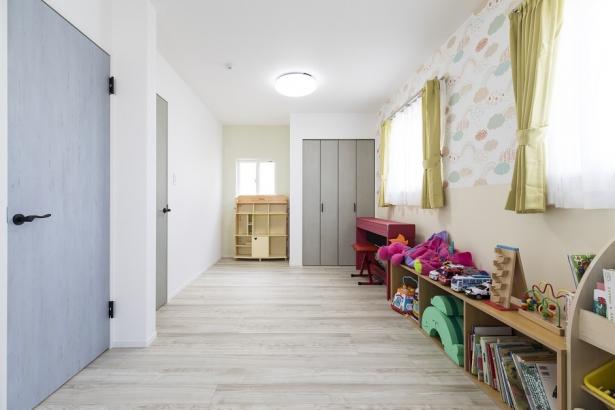 ゆったりとした遊び場の子供部屋