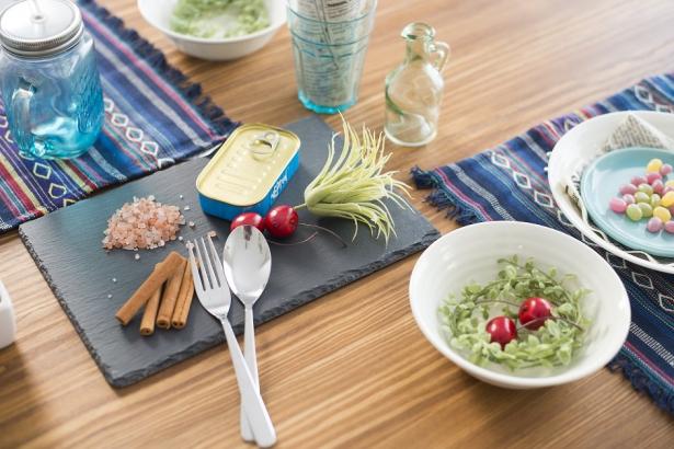 お気に入りの食器やランチョンマットで毎日の食事も楽しくなります。