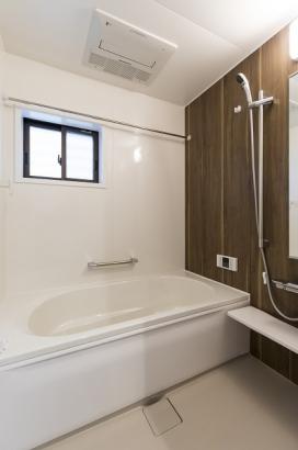 高断熱浴槽を使用しているので時間が経っても追い炊き無しで暖かいお風呂に入れます。