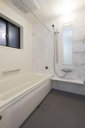 追い炊きの要らない高断熱浴槽で時間が経っても暖かいお風呂に入れます。