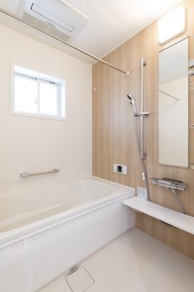 清潔感のある洗面所は高断熱浴槽が使用されており、時間が経っても温かいお湯に入れます。