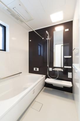 浴室乾燥機付きで雨の日の洗濯物も安心です。