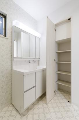 洗面所収納があるので、散らかりがちな洗面所もスッキリと片付きます。