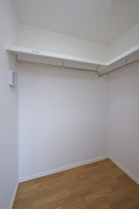 大容量のSIC。衣服だけでなく、季節物の家電やスーツケースなどもしまえます。