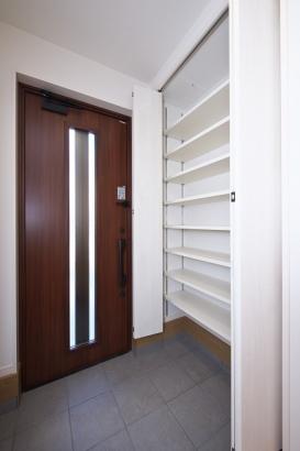 SICは可動式の棚を使用しており自由自在に高さが変えられます。