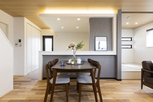 家族の様子を見守りながら家事ができる対面式のキッチン。
