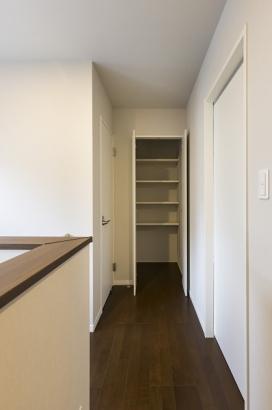 ホール収納。家族共有の物を収納するスペースとしてご活用頂けます。