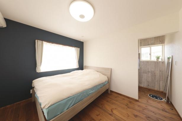 寝室とウォークインクローゼット