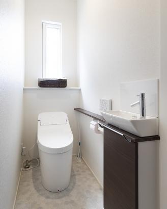 清潔感のあるクールなトイレ