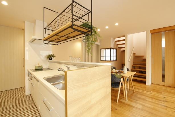 収納豊富なキッチン