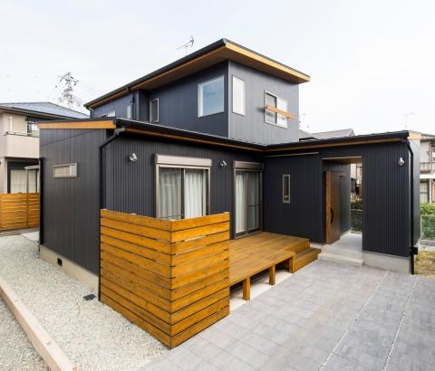 ガルバリウム鋼板の屋根と外壁