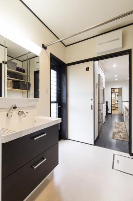 家事動線を重視した洗面、キッチン、ユーティリティ