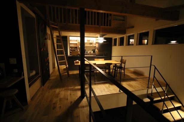 家族を守り、3世代住み継げる家 モデル 2階 テラス 夜
