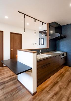 ブラック基調のキッチン