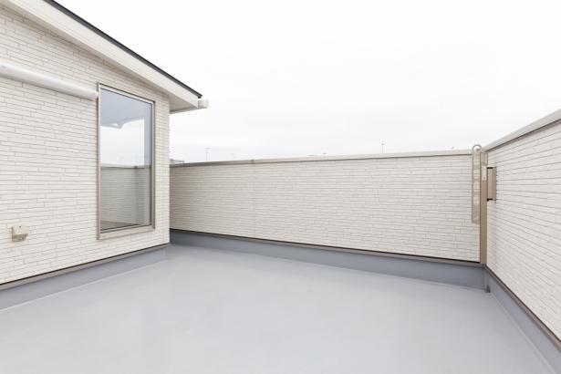 屋上テラスのある家