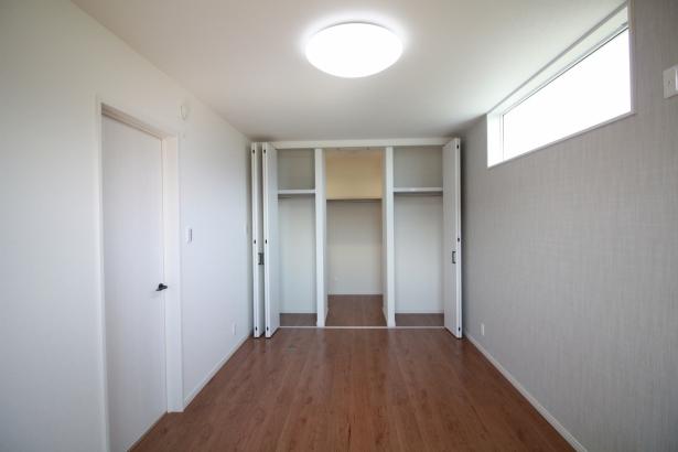 収納+ウォークインクローゼットのある寝室