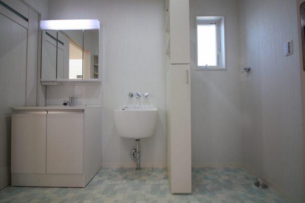 スロップシンクのある洗面脱衣室