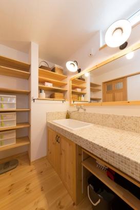 収納量豊富で落ち着いたオーダー洗面化粧台
