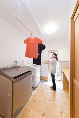家事時間を短縮するホームランドリールーム