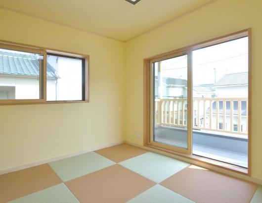 色にアクセントをつけた和モダンな和室(2階)