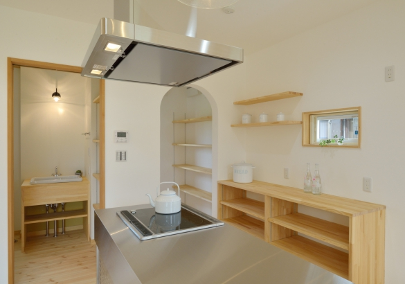 キッチン、パントリー、洗面台をコンパクトに1カ所にまとめ、家事導線も考慮した間取り。