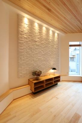 タモの造りつけ家具&石貼りのデザインウォール