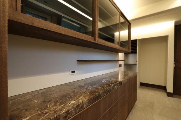 大理石天板のオーダーキッチン