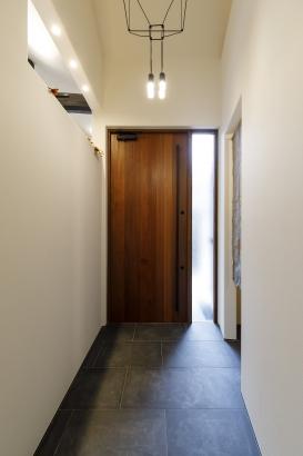 アピトンを使用した玄関戸