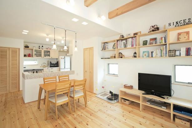 テレビ台も棚も造作で。好みや用途に合わせた形・大きさ・デザインでオリジナルのものを。
