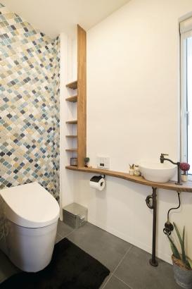 雑誌でみて気になっていたタイルと同じデザインのものを採用し、奥様お気に入りのトイレです。