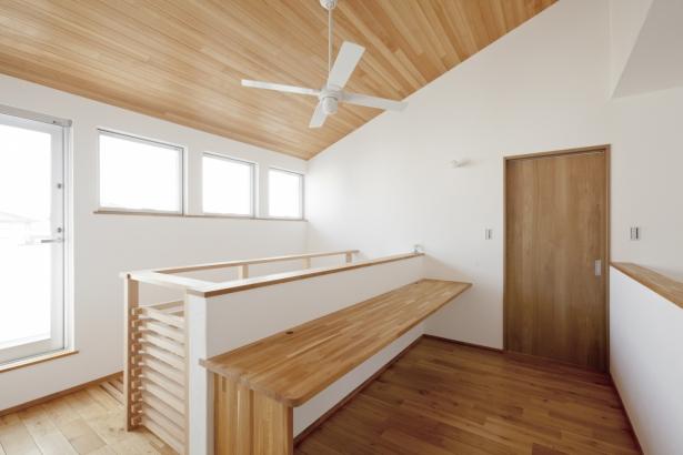 33坪 / 勉強スペースやPCスペースにも使える2階ホール
