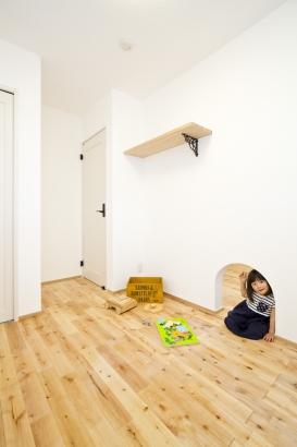 27坪の家。子ども部屋は最初から壁で仕切りましたが、秘密の通路で行き来出来るんです♪
