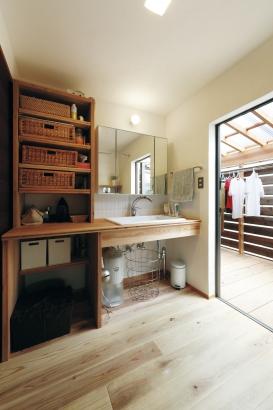 28坪 平屋 毎日使う洗面台はオリジナルのものを。家事も楽にできるよう考えられています。