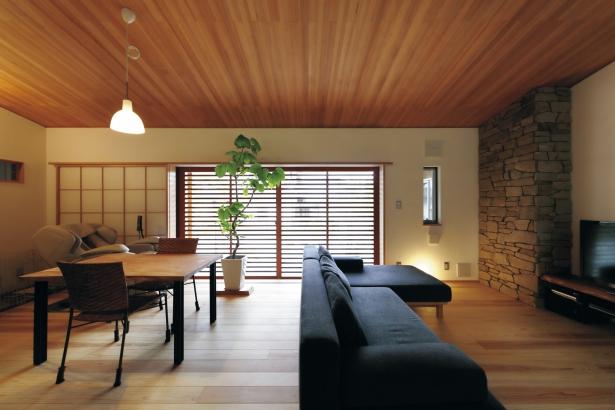 28坪 平屋 無垢 しっくい 石張り 自然素材 リビング 家具 フルオーダー